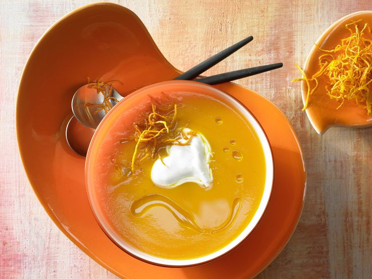 Ein echter Klassiker: Möhren-Ingwer-Suppe - mit Orangenöl - smarter - Kalorien: 256 Kcal - Zeit: 55 Min. | eatsmarter.de