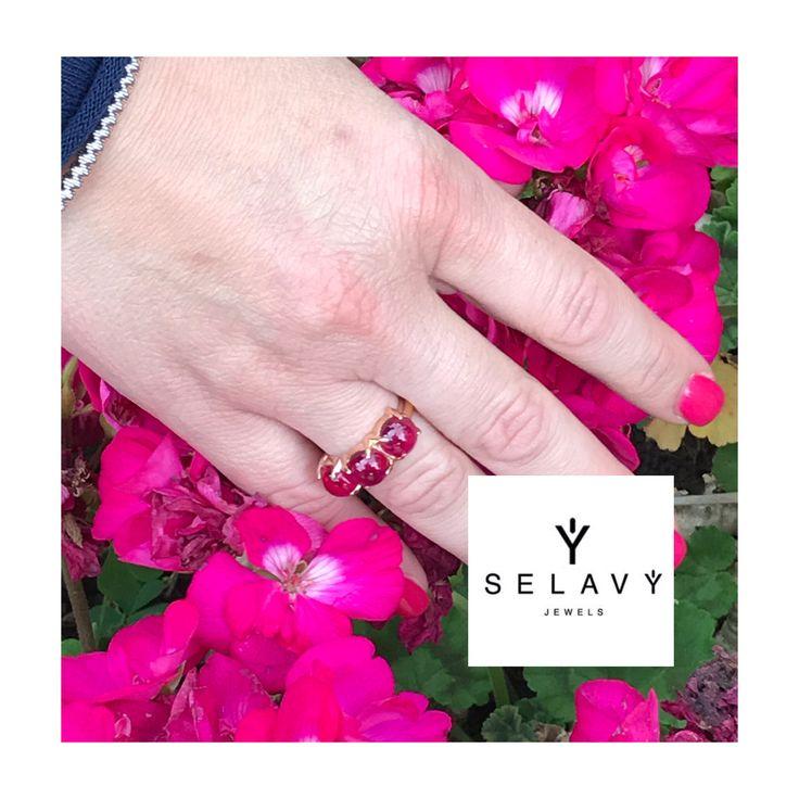 """SELAVY' JEWELS anello trilogy collezione """"Boule"""". Cabochon rosso per la donna passionale. Visita in nostro SELAVY' Store www.selavyjewels.com #luxury #moda #vetrina #womanstyle #fashionblogger #amore #anello #passione #rosso #selavy #boule #beautiful #madeinitaly #taormina #trilogy"""