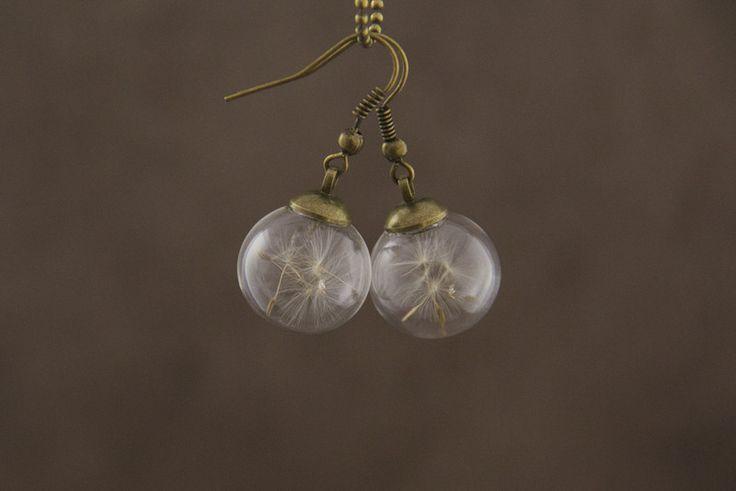 """Glaskugel-Ohrringe """"Felice"""" mit Pusteblumen von kopfgespinnste - schmuck design auf DaWanda.com"""