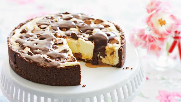 Ninemsn food shows you how to make this Mars Bars cheesecake
