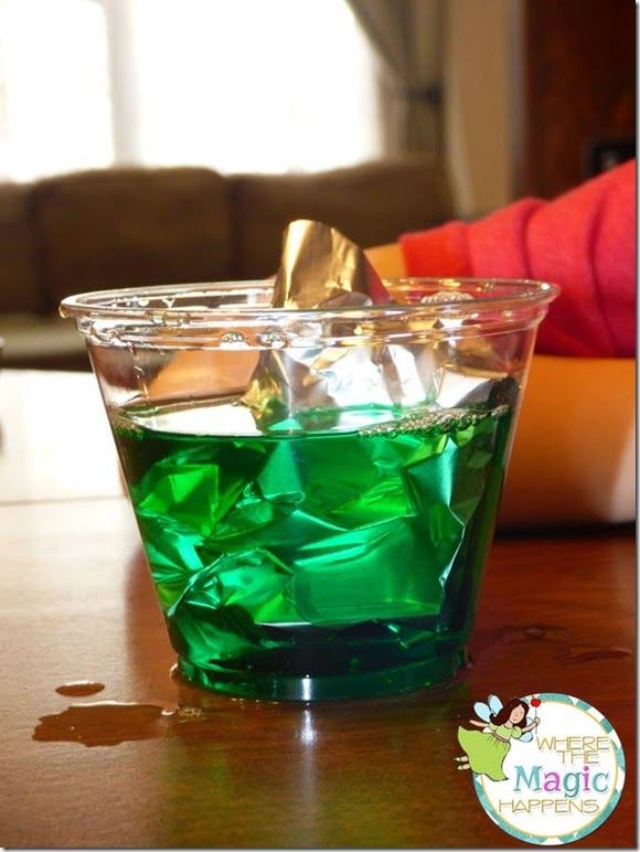 Water pollution experiment following the scientific method. Perfect for Earth Day.