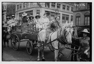 Women's Land Army (LOC) | por The Library of Congress, between 1915 and 1920.