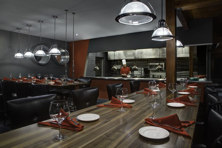 Open Kitchen at Runway 25 Steak Lounge in Thunder Bay