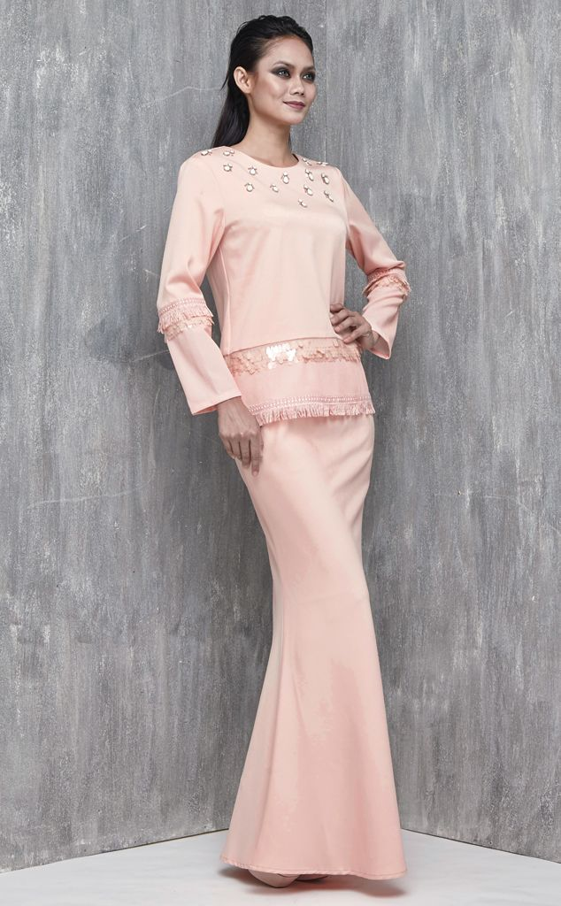 EMEL X AISHAH SINCLAIR - PERONII - Modern Baju Kurung with Fringe (Pink) This soft and sweet modern baju kurung is the perfect pastel piece for Raya. It features the textured sequin and embroidered fringe on the sleeves and hemline for an added glamour. #emelxCLPTS #emelxAishahSinclair #emelbymelindalooi #bajuraya #bajukurung #emel2016 #raya2016 #AishahSinclair #lookbook #fringe #sequin #pink #moden #2016 #baju #kurung #baju #raya