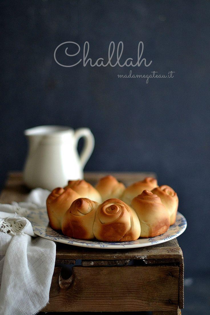 Ia Challah è un pane semi dolce intrecciato tipico della cucina ebraica che viene solitamente preparato il giorno dello shabbat, giorno di riposo per gli Ebrei.