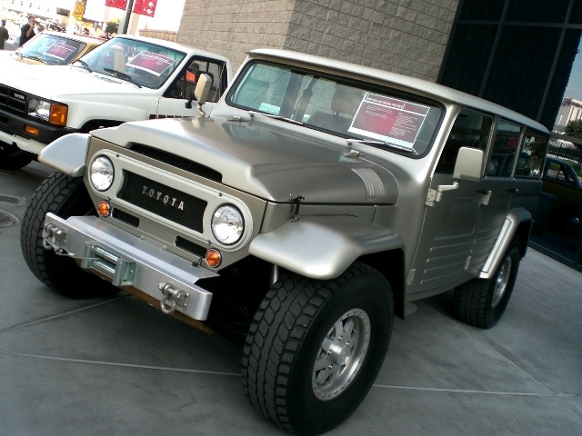BELLISIMO!! 2011 Toyota FJ Cruiser - I WANT ONE NOW! This is incredible!