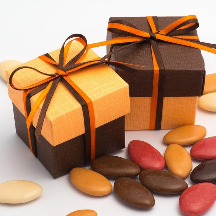 Add a double splash of colour and warmth to your wedding with these lovely Orange Silk & Brown Silk Two Tone Favour Boxes