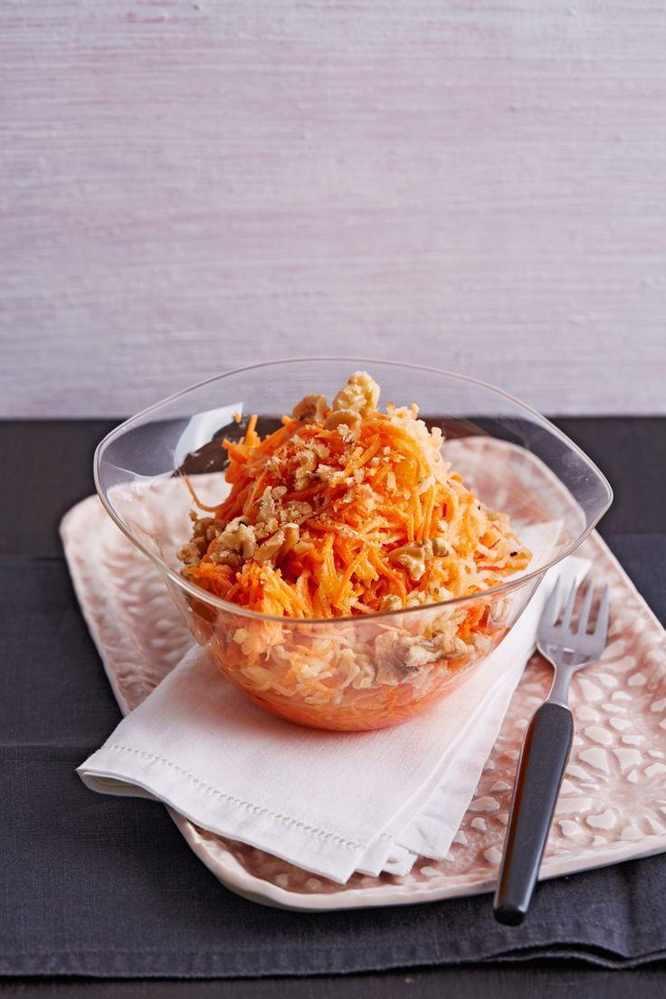 Möhren-Apfel-Salat mit Orangendressing und Walnüsse