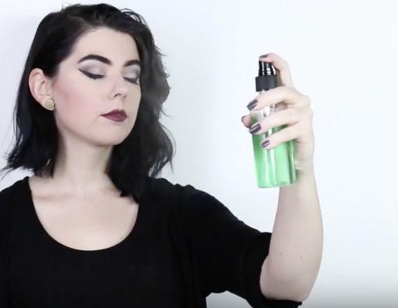 Un spray fixateur de maquillage naturel dont vous ne pourrez plus vous passer noté 3.25 - 8 votes Comme son nom l'indique, le spray fixateur de maquillage permet de garder le maquillage en place pendant plus longtemps. Que vous en portiez tous les jours ou que ce la soit occasionnel, il est toujours agréable de...