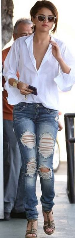 Sunglasses – Carrera by Jimmy Choo  Jeans – Machine  Earrings – Melinda Maria  Bracelet – Kendra Scott  Iphone case – Boostcase