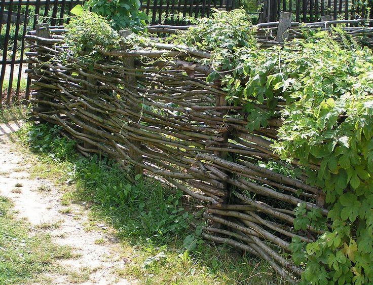 плетеный забор своими руками 07