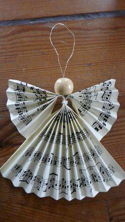 Ange en papier pour décoration de noêl pouvant être accroché dans un sapin :…