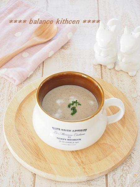 お麩でとろみを付けた優しいポタージュスープ。お麩を加えることで、コクも出ます。生クリーム・バター不使用でも、きのこの旨味で大満足^^  牛乳のカルシウムと、その吸収を助けるきのこのビタミンDで子どもの成長や骨粗鬆症予防にも良い組み合せ。食物繊維もだっぷりです。