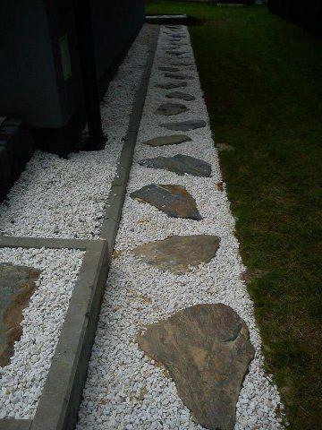 scieżka z nieregularnych płyt kamiennych  www.projektowanieogrody.pl