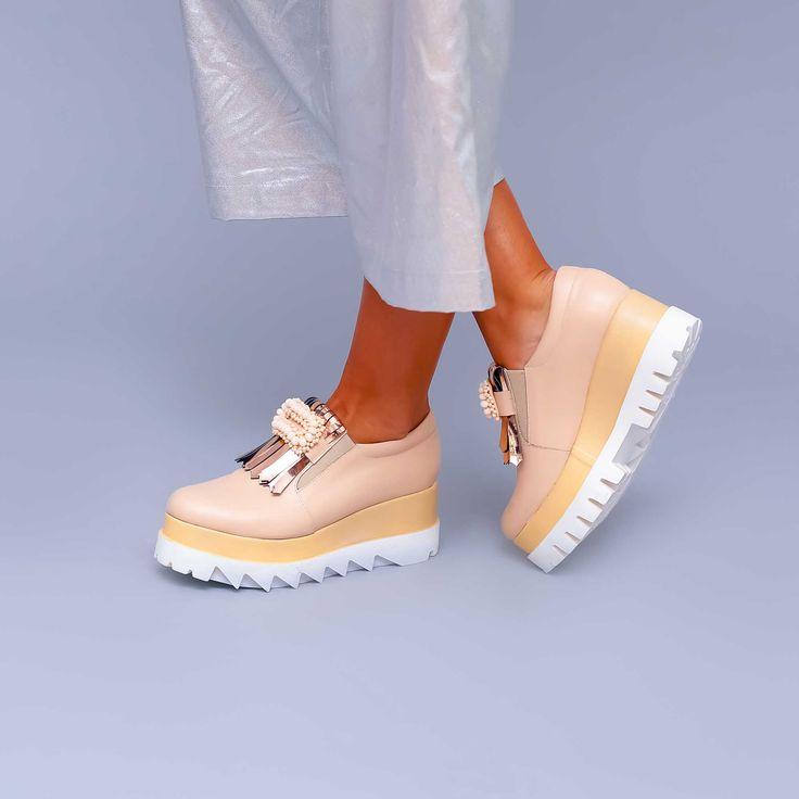 Pantofii de damă oxford Mineli Glow Glam, din piele nude-rosecu accesorii și cu talpa groasă…