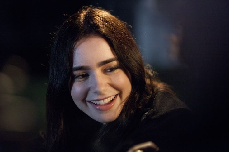 Samantha (Lily Collins) in Stuck In Love. | You Make Me ...