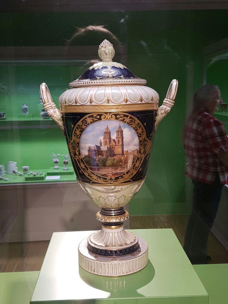 Die nachfolgenden Bilder sind Aufnahmen aus der Ausstellung zu Porzellanfabriken in Magdeburg im Kulturhistorischen Museum Magdeburg. Sehenswert.