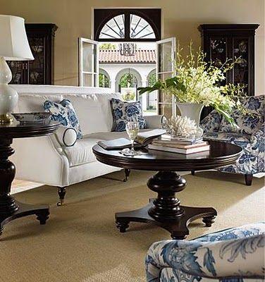 Design Idea:  Black, white & blue: Black White Blue Rooms, Coffee Tables, Color Schemes, Living Rooms Design Black, Interiors Design, Vt Interiors, Blue And White Living Rooms, Round Tables, Rooms Decor