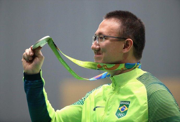 Medalha no peito, Felipe Wu mira 50m antes de engrossar o coro da torcida