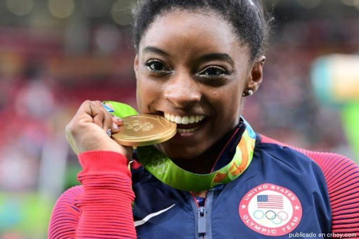¡Imparable! Simone Biles se vuelve a bañar en oro