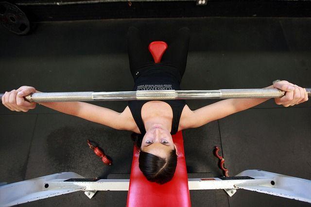 8 erros comuns na musculação a maioria dos iniciantes emmusculaçãocometem erros durante os treinos, mesmo os experientes também fazem alguns erros básicos