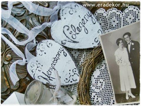 Rusztikus festett fa szívek Menyasszony és Vőlegény feliratokkal. Fotó azonosító: ESKSZIVEK13