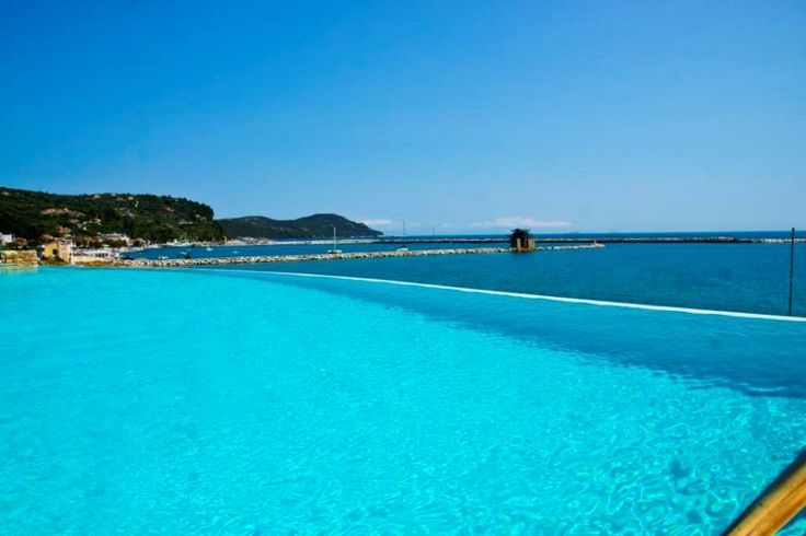 Do you prefer swimming in the #pool or the #sea?