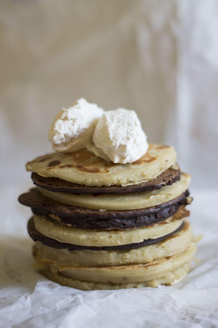 pancake vegan alla banana con panna montata e cioccolato fondente