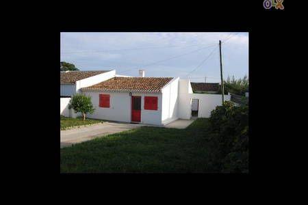 Veja este anúncio incrível na Airbnb: casa na praia - Casas para Alugar em ponta delgada