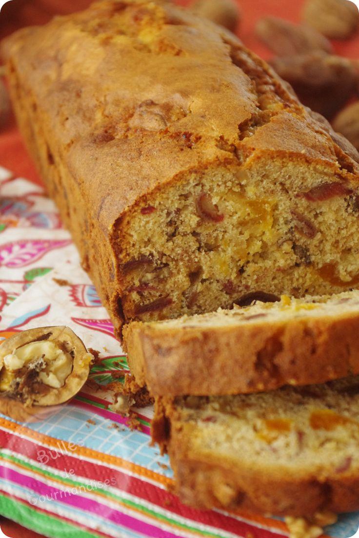 Cake aux dattes, abricots secs et noix