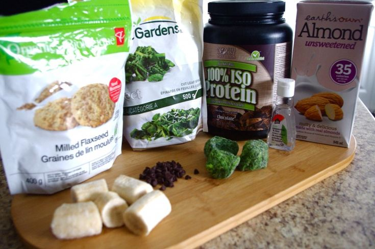 {St.Patty's Day} Mint Chocolate Green Protein Smoothie (gluten free & can be vegan!) @ Nutritionist in the Kitch