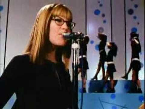 Lisa Loebs music video for I Do from her album Firecracker, released in 1997