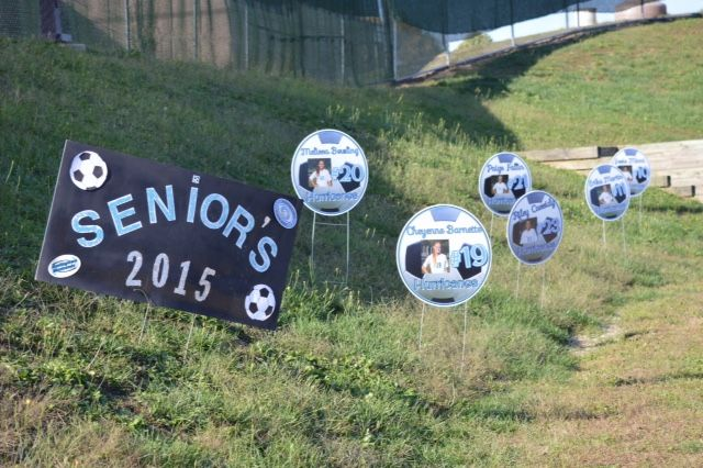 soccer yard signs for Homecoming or Senior night Did these ...