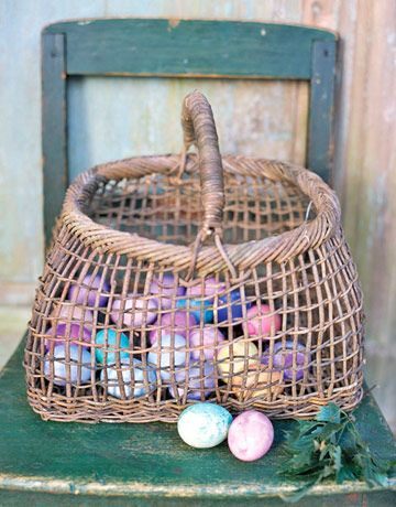 Easter Table Display via @Country Living Magazine