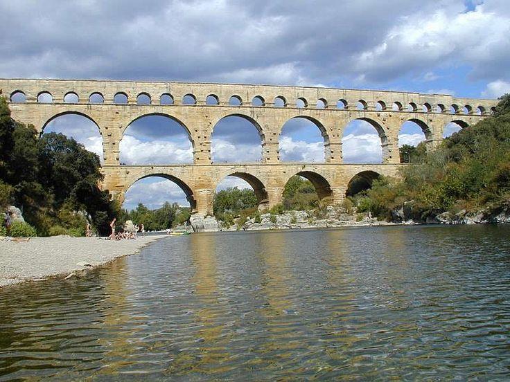 PONT-DU-GARD Akwedukt w Nimes   Miejsce: Nimes (Francja), Data: 212-216 AD, Fundator: cesarz Karkalla, Architekt: