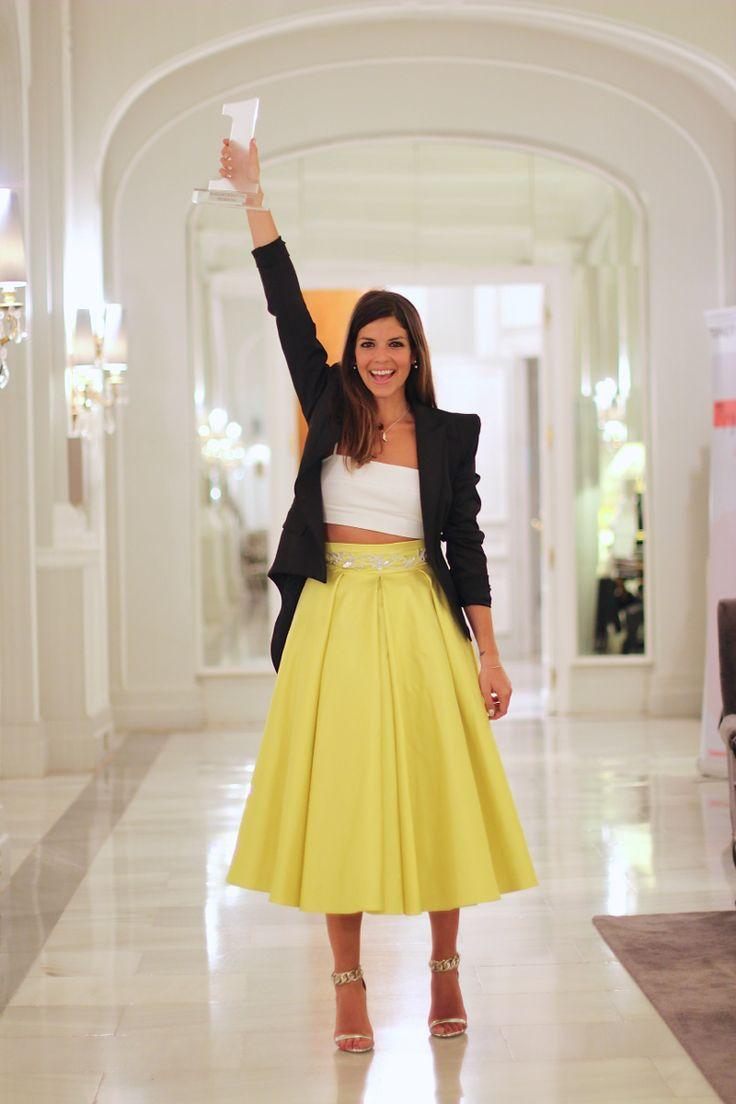 trendy_taste-look-outfit-street_style-fashion_spain-moda_españa-premio_bloggers-divinity-wloggers-palace_madrid-coosy-falda_seda_virgen-falda_amarilla-yellow_skirt-gala-maxi_blazer-natalia_cabezas-2