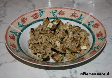 Insalata di riso integrale e verdure grigliate http://www.iobenessere.it/insalata-di-riso-integrale-e-verdure-grigliate/ #ricette #cucina #ricettesane #benessere #salute #saluteincucina #riso #verdure