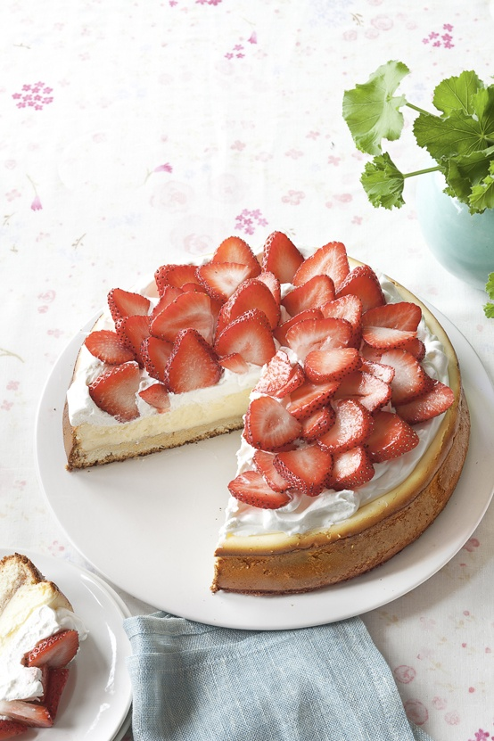Strawberry Shortcake Cheesecake recipe – Spring is bursting with new life…and with reasons to eat cake!  Make a splash with this strawberry shortcake-based version of the classic cheesecake!  For more stunning dessert ideas, check out http://www.kraftcanada.com/en/recipes/dessert/main.aspx