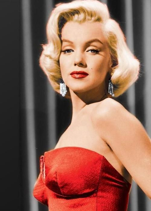 Marilyn Monroe in #RED
