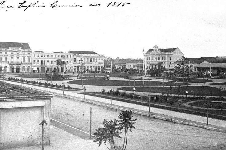 1915. 36 anos após a visita da Redentora, as redondezas da Estação mostram-se urbanizadas. Em primeiro plano, a praça Eufrásio Correia. (Foto: Acervo Casa da Memória).