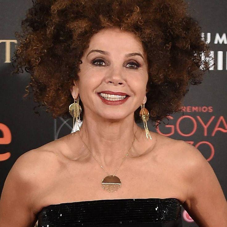 #Golden #earrings and #necklace for Victoria Abril in #Goyas2016 #RedCarpet #dress by @jeanpaulgaultier  __________  #pendientes y #collar #dorados a juego para #VictoriaAbril en la #AlfombraRoja de los #PremiosGoya #vestido de #JeanPaulGaultier  __________  #DeJoyaEnJoya #FromJewelToJewel #InstaJewels #InstaGolden #chains #ModernJewelry #ContemporaryJewelry #fashion #alternative #NoConventional #FreeStyle