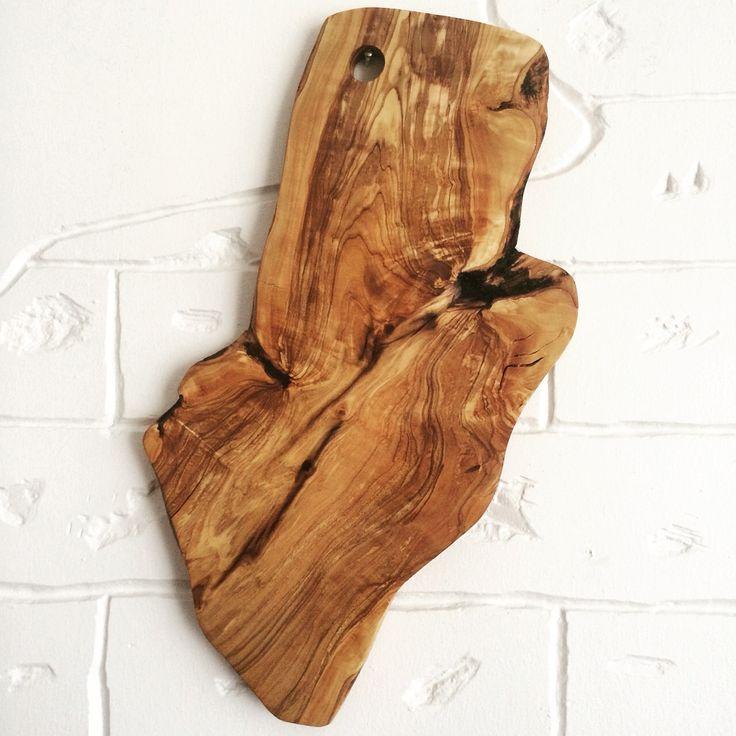 Olivewood serving board, natural, liveedge