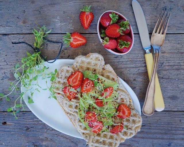 Vanløse blues.....: Quinoavafler med avokado & jordbær