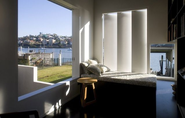 Overlooking treatment – Bulimba boathouse, Brisbane, Owen & Vokes