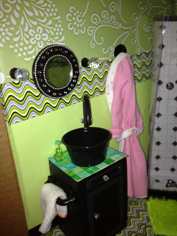 268 Best Miniature Bathrooms Images On Pinterest Dollhouses Bathroom And Doll Houses