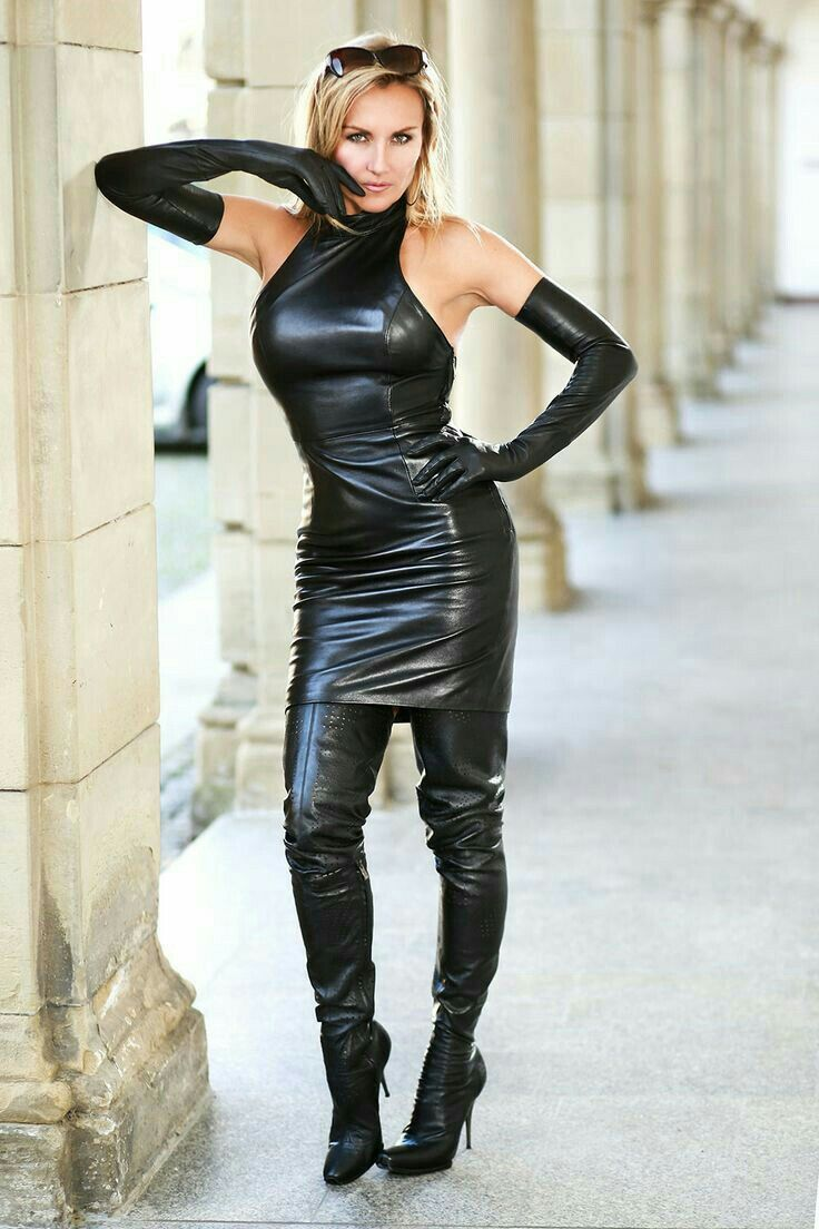 women in leather submissive