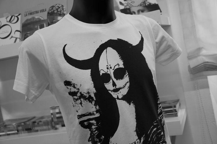 Le T-shirt con i quadri in vendita presso il bookshop del museo!