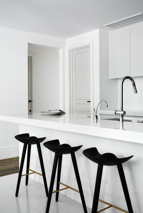 White kitchen and walls, light grey doors, black accents // Griffiths Design Studio Toorak