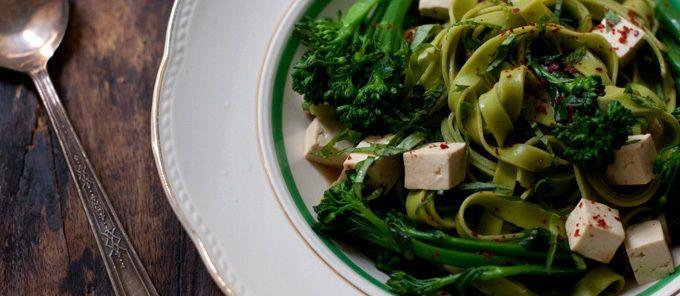 tagliatelle-con-tofu-e-broccoli-allo-zenzero