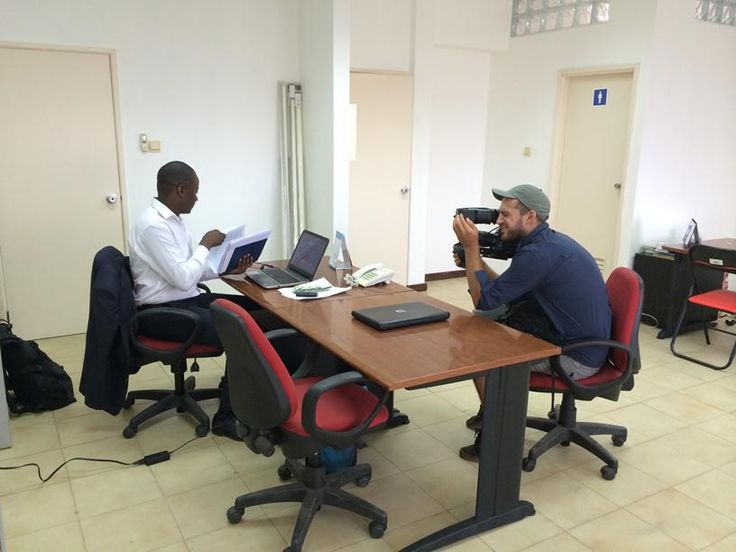 Cameraman, Jasyn Howes, films Shalina Marketing Representative, Duarte da Conceicao